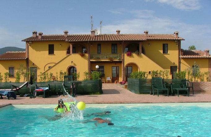Huizen In Italie : Italië huizen bij elkaar pisa lucca toscaanse kust landgoed